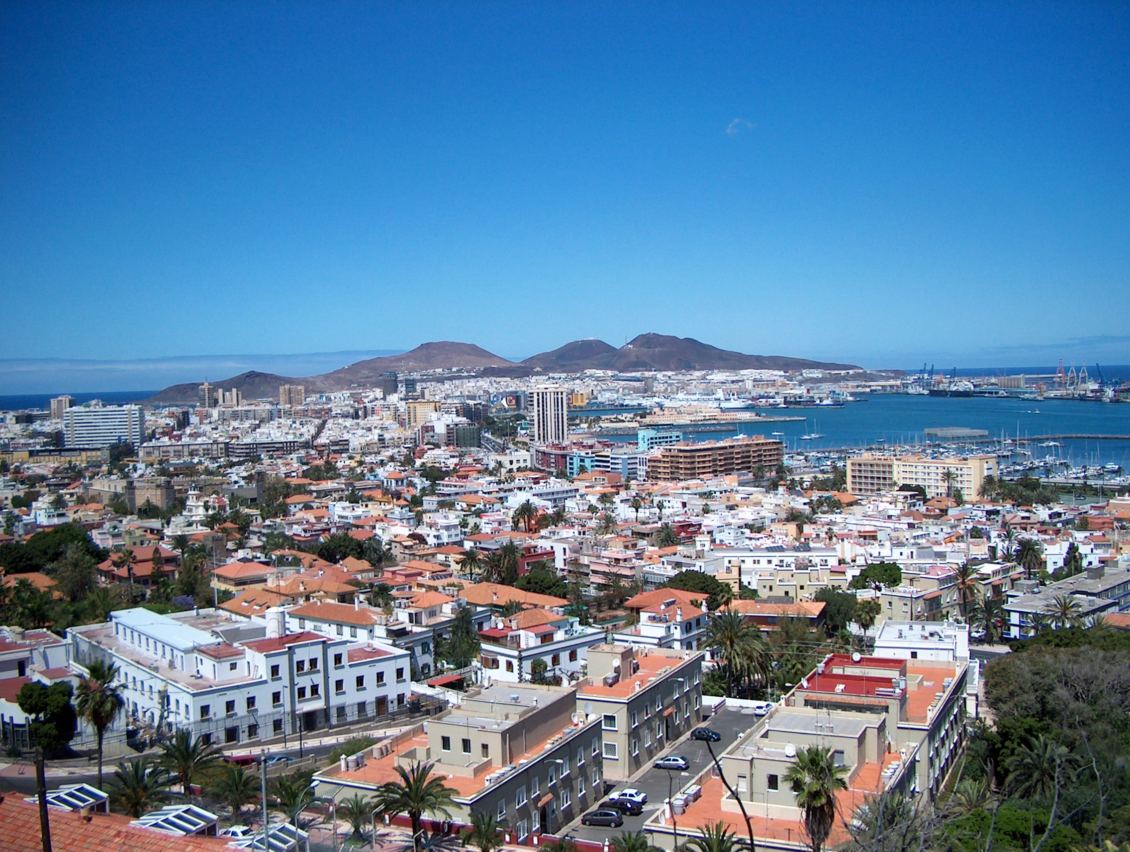Las_Palmas_de_Gran_Canaria-Panoramic_view_over_the_city-2